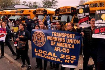 Тысячи детей не пошли на учебу из-за протеста школьных водителей