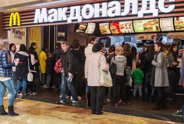 В России предложили признать иностранными агентами McDonald's и KFC