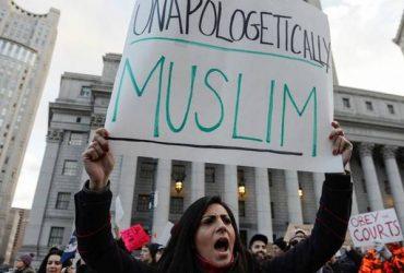 В Белом доме требуют полностью возобновить иммиграционный указ Трампа