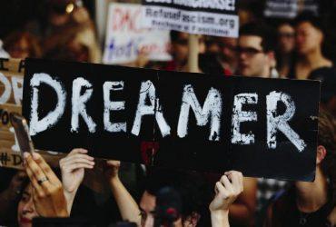 Лежачий протест: Сотни людей в Нью-Йорке требуют немедленно принять закон о DACA