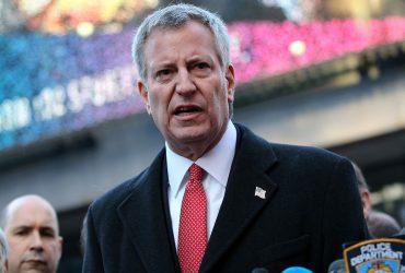 Мэр Нью-Йорка призвал людей не выходить на улицу в -8°С