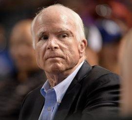 Джон Маккейн госпитализирован из-за побочных эффектов химиотерапии