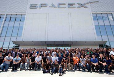 Сотрудники SpaceX рассказали о бонусах, которые дает работа на Илона Маска