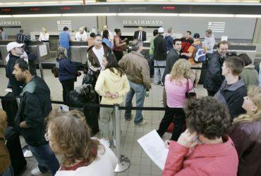 Cбой в компьютерах иммиграционной службы привел к очередям в аэропортах