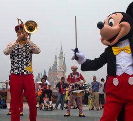 Disney выплатит сотрудникам по $1 000 из-за налоговой реформы