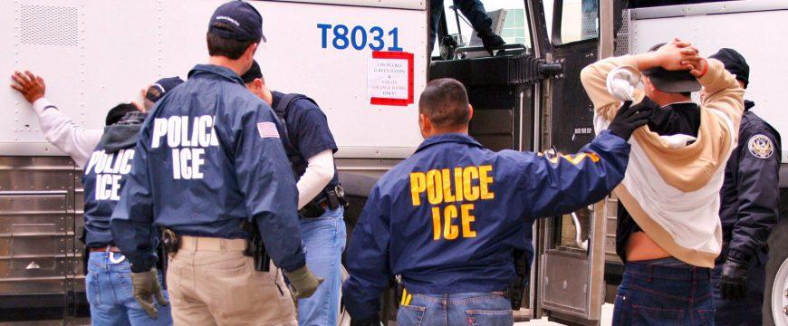 Иммиграционная полиция арестовала гражданина Украины во время рейдов в Иллинойсе