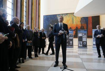 Лавров открыл в Нью-Йорке выставку о Холокосте