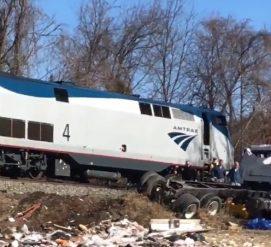 Поезд с конгрессменами-республиканцами столкнулся с грузовиком