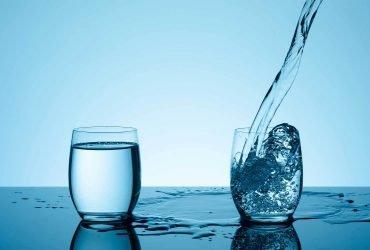 Американские модники и стартаперы пьют «сырую воду». Все над ними смеются