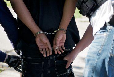 Двое чеченцев арестованы за контрабанду оружия из США