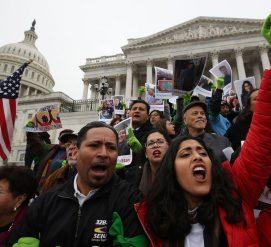 Верховный суд оставил держателей DACA под защитой