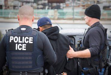 """Беженца арестовали во время интервью – за то, что """"нелегал"""""""