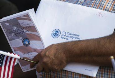 Иммиграционная служба убрала фразу «нация иммигрантов» из декларации миссии