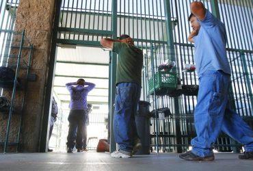 Иммигрантам запретили временно выходить под залог