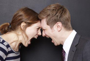 Как правильно ругаться дома и в офисе: советы психолога