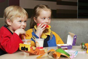 McDonald's убирает чизбургер из детского меню в США