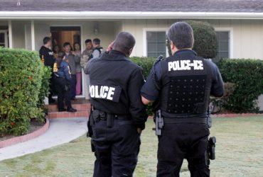 Иммиграционная полиция депортирует нелегала, у которого ребенок болен раком