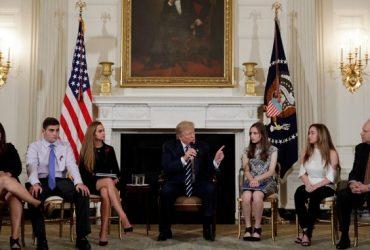 Трамп предложил вооружить школьных учителей