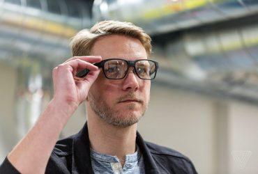 В Intel придумали «умные очки». Они проецируют изображение прямо на сетчатку (видео)