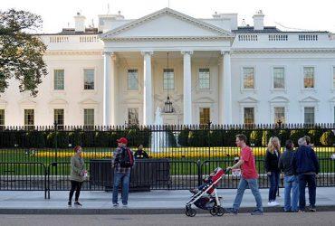 Вооруженная американка въехала в ограждение Белого дома. Это ее четвертая попытка попасть туда