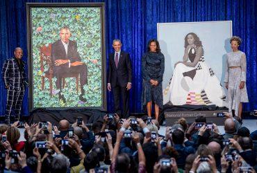 ФОТО: В Вашингтоне представили официальные портреты Барака и Мишель Обамы