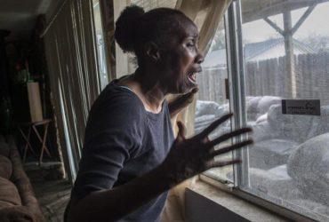 Полицейские застрелили парня на заднем дворе бабушкиного дома. В его руках был не пистолет, а телефон