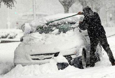 ФОТО, ВИДЕО: Как американцы переживают снежный шторм