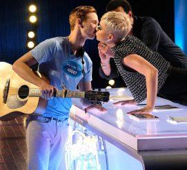 Кэти Перри обвинили в харасcменте из-за поцелуя с молодым участником талант-шоу