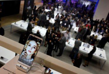 Безрамочные смартфоны и копии iPhone X: лучшие и худшие новинки с выставки MWC 2018