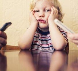Как ваша зависимость от смартфона вредит детям, и что с этим делать