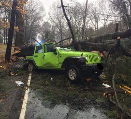 Жители северо-восточного побережья пострадали от мощного шторма