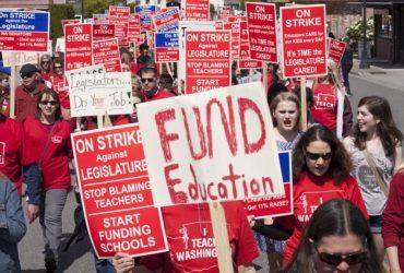 В Оклахоме и Кентукки учителя вышли на забастовки