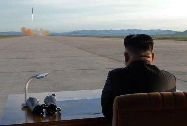 Ким Чен Ын закроет ядерный полигон в мае, если США «пообещают прекратить войну»
