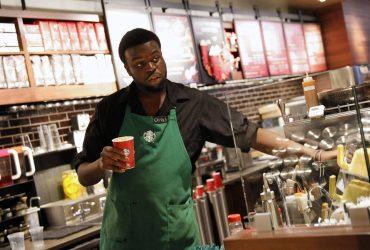 Starbucks на день закроет тысячи кофеен в США из-за расового скандала