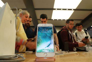 Новая версия iOS заблокировала некоторые экраны iPhone 8