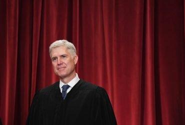 Верховный суд признал неконституционным закон о депортации иммигрантов за насильственные преступления