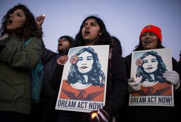 Суд потребовал от Трампа возобновить DACA. Но не сейчас