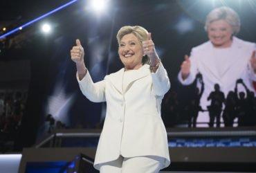 Демократы подали в суд на Россию, WikiLeaks и предвыборный штаб Трампа