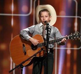 Мальчик спел йодлем в Волмарте, стал мемом и выступил на крупнейшем фестивале