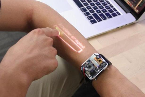 Часы, превращающие руку в тачскрин