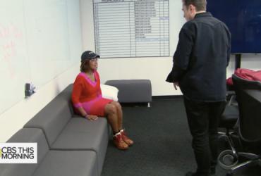 Поклонники Илона Маска собирают деньги на новый диван в офис Tesla