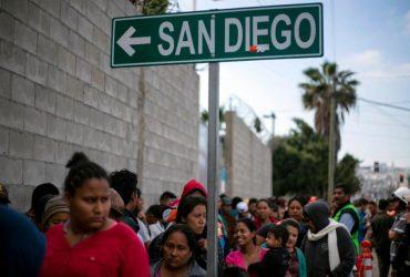 На границе приняли первых иммигрантов из каравана