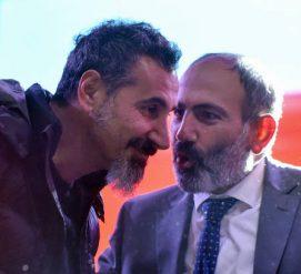 ВИДЕО: Лидер американской группы System of a Down приехал в Армению, чтобы поддержать протесты