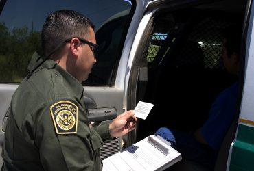 ВИДЕО: Пограничник принял гражданок США за нелегалок, потому что они говорили на испанском