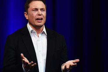 """Илон Маск отказался отвечать на вопросы о Tesla, назвав их """"тупыми"""". Акции компании сразу упали"""