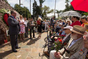 Русскоязычное сообщество в Калифорнии отмечает День Победы возле единственного в США памятника советским ветеранам