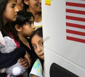 Правительство потеряло след детей, которых забрали у нелегальных иммигрантов