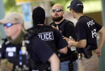 Мошенник из Калифорнии несколько месяцев притворялся агентом иммиграционной полиции