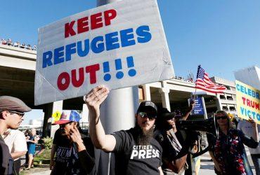 В США все меньше людей рады беженцам