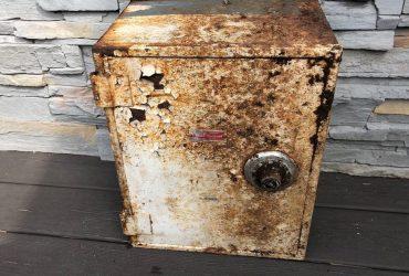 Житель Статен-Айленда четыре года не обращал внимания на железный ящик, который оказался сейфом с драгоценностями